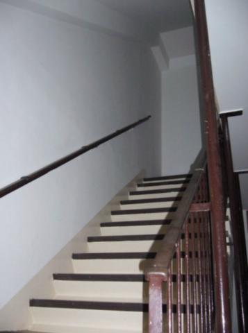 Nově vymalované schodiště
